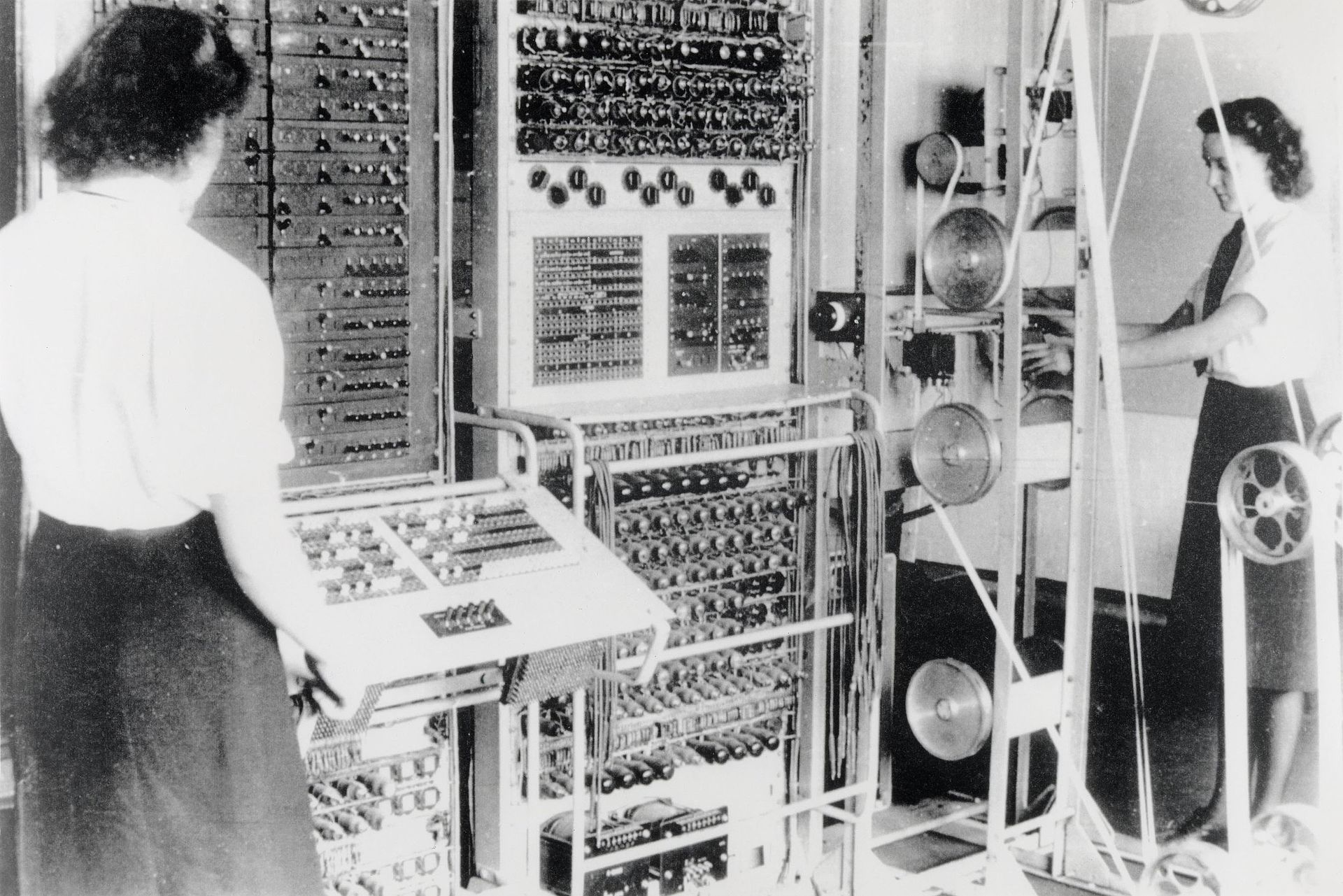 Colossus - Female engineers - National Archives (UK) FO850:234 photo